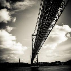 Ponte de 25 Abril in z/w