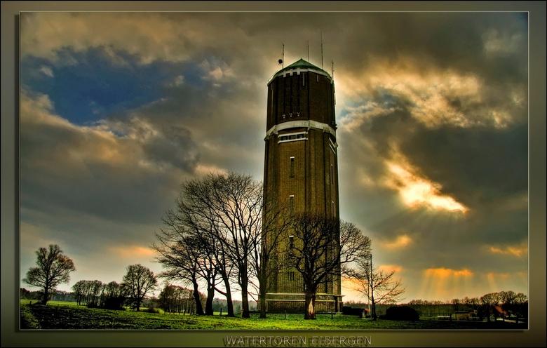 Watertoren Eibergen - In Eibergen staat een mooie watertoren...Nu was de lucht wel heel mooi om deze samen met te watertoren te fotograferen..let op d