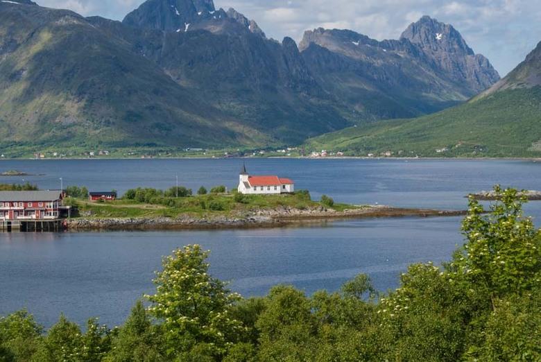 Noorwegen Noordkaap kerkje in meer - Verstild, midden in de stilte