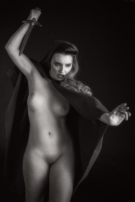 attack - Valis Volkova