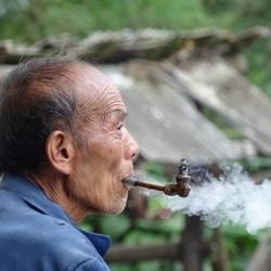 China - Man met pijp