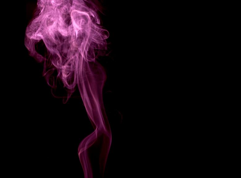 Smoky woman.jpg - Een middagje spelen met de D90 en wierook... <br /> <br /> Ondanks dat het &quot;model&quot; uit rook bestond is het toch een erg