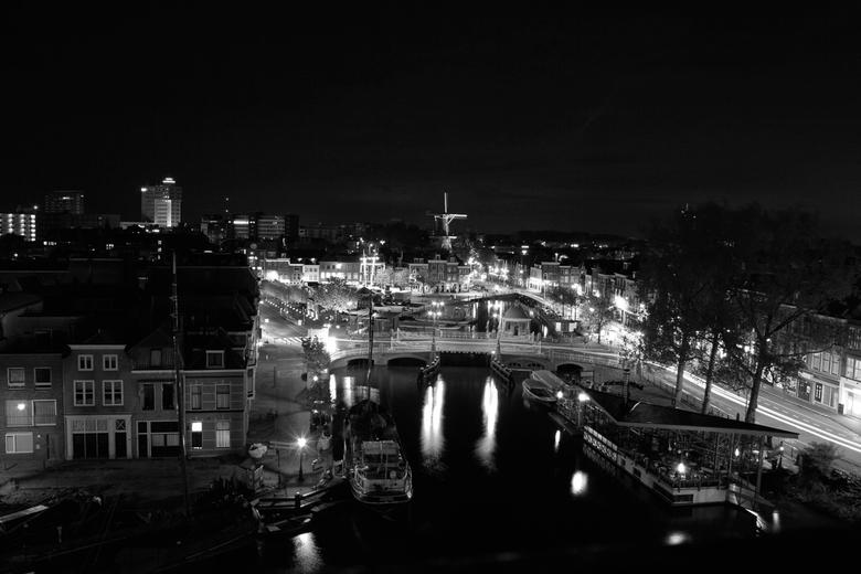 Leiden at night - Leiden at night, vanuit een torentje genomen in een oude meisjeschool.