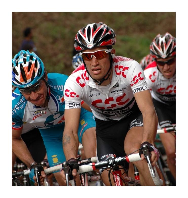De laatste meters (bergopwaarts) - Ook deze genomen op de Cauberg tijdens Amstel Gold Race 2008.<br /> <br /> EXIF-info:<br /> Model - NIKON D70<br