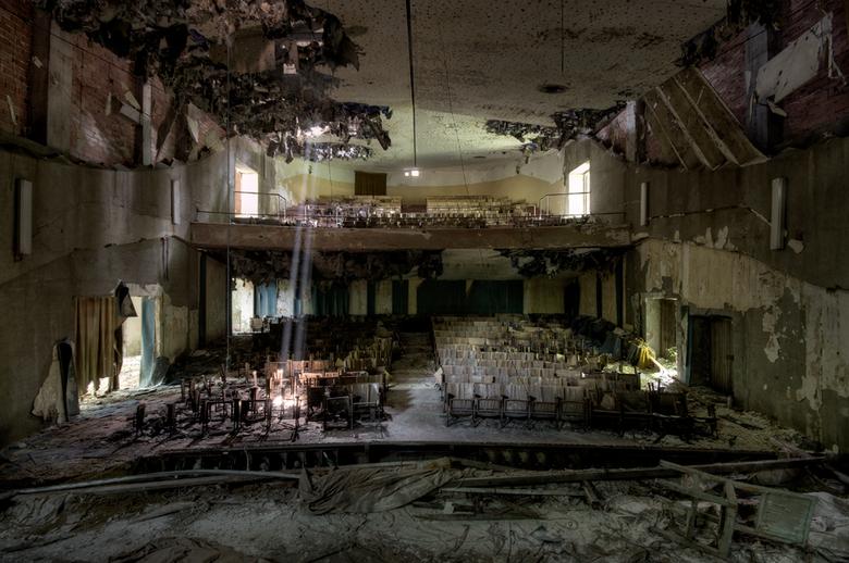 The Show Is Over - Een theater in een ziekenhuis in Italië. Dit theater wordt ook wel het theater van de muggen genoemd. Toen ik weg ging van deze loc