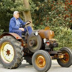 11 dorpenrit met ook echt oude tractoren.