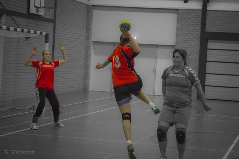 She shoots, she..... - Het duel tussen schutter en doelman.....altijd spannend.