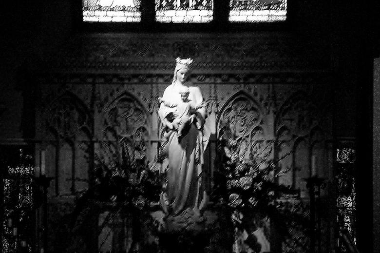 Het Licht der wereld - In zwart wit Maria met Jezus , omdat Hij Zijn leven gaf voor ons