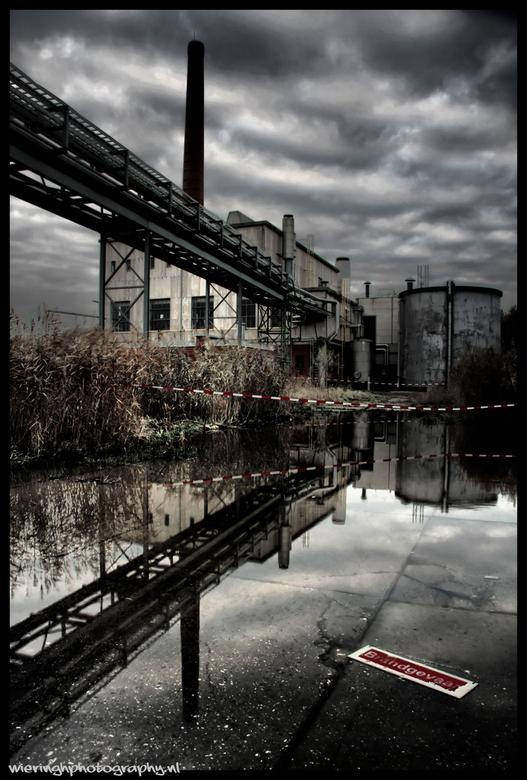 urbex mirror - Een Urbex locatie met veel water.....<br /> <br /> grtz Erik