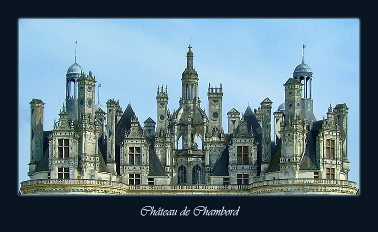 Stad op één dak - Als een stad op een dak, zo staan de schouwen van het kasteel van Chambord erbij: indrukwekkend bouwsel<br /> Op het kaartje van go