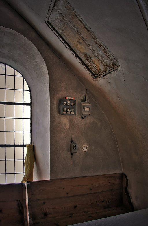 zekeringen - Ook deze foto is in het Oostenrijkse Elemen genomen, het is een HDR bewerking van een hoekje van het hoogzaal in de kerk van Elmen, waar