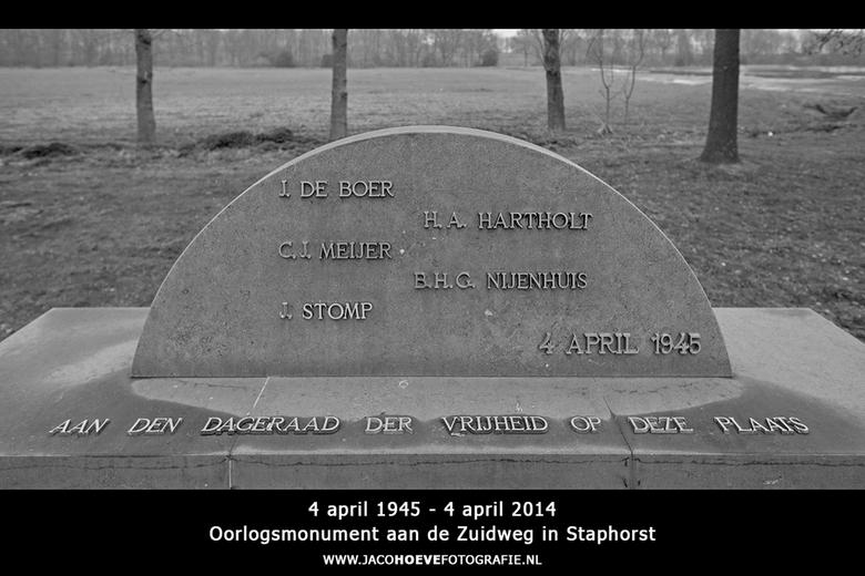 4 april 1945 - 4 april 2014  - Oorlogsmonument aan de Zuidweg in Staphorst - De vijf verzetsmensen werden op 4 april 1945 vanuit de SD-gevangenis in M