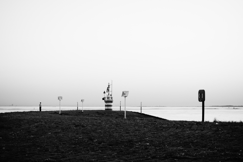 Pier - Hansweert - Zicht op een pier vanaf de Verkeerspost/Radartoren te Hansweert, Zeeland.