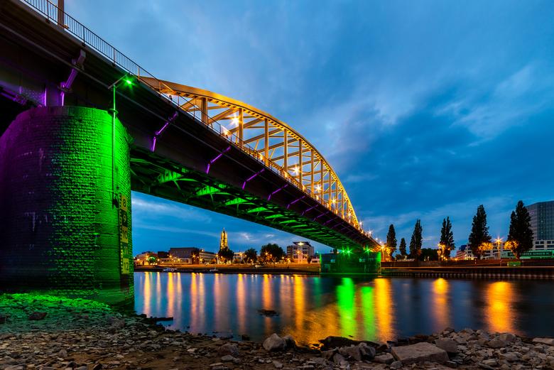 John Frost bij laag water - De John Frost, misschien wel de bekendste brug mbt de WOII.
