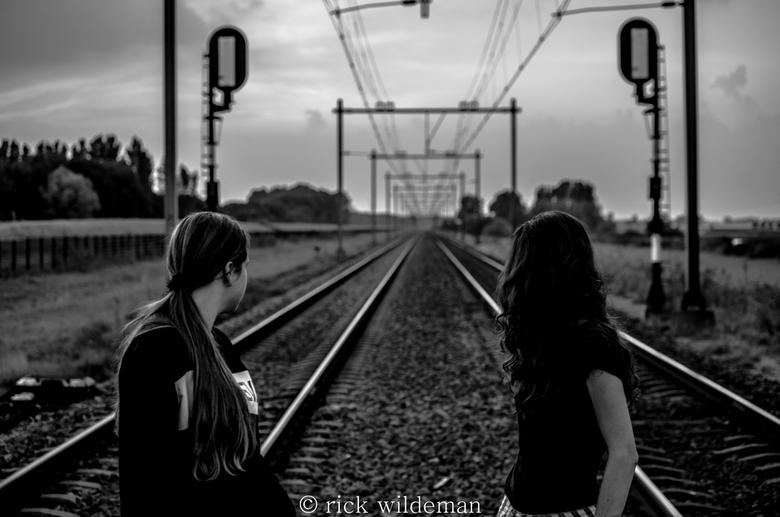 de weg naar geluk  - dezen foto had ik bij een spoorweg over gang<br /> gemaakt