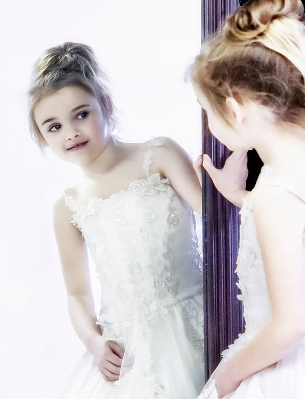 tweeling - Ik voel me mooi <br /> <br /> Dit kind heb ik onlangs op de foto gezet (eigenlijk een werkfoto) maar ik vond het snoetje en de tevredenhe