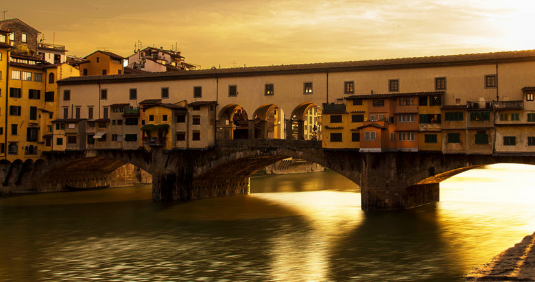 Ponte Vecchio - Dit is de eerste foto van mijn vakantie/rondreis door Italie. In het prachtige florence deze foto bij zonsondergang gemaakt deze foto