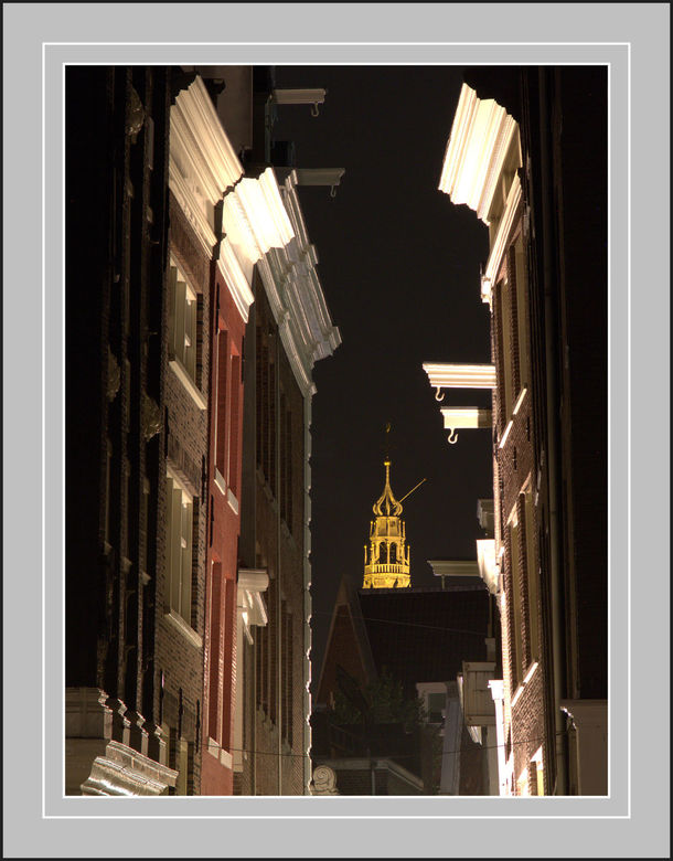 Doorkijkje .. - Van af de Singel in Amsterdam zuiderkerk op de achtergrond ..