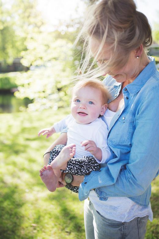 Lentelicht2 - Voor mijn portfolio heb ik een fotoshoot aangeboden aan mijn buurvrouw met haar twee kindjes. Dit is 1 van de vele zonnige eindresultate