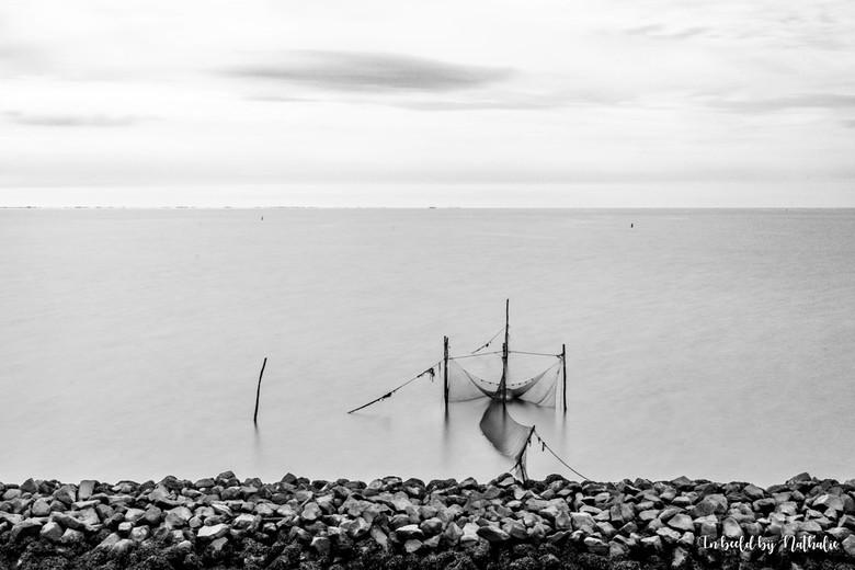 1 Afsluitdijk - Onderweg naar het strand, dit tafereel tegenkomen. Camera op statief, ND filter ervoor, postitie bepalen, camera instellen, muggen van