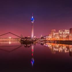 Dusseldorf in de avond