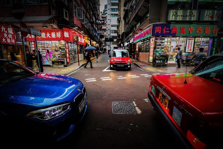 Bling Bling in Kow Loon Hong Kong - Dit is een beeld waar ik toevallig tegenaan liep in Kow Loon, Hong Kong. De wijk staat bekend om schreeuwende neon