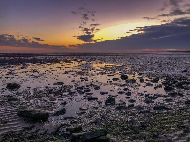 zonsondergang op Ameland - Zonsondergang op Ameland<br /> De foto is gemaakt met mijn telefoon