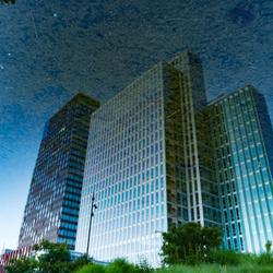 WTC Almere in weerspiegeling