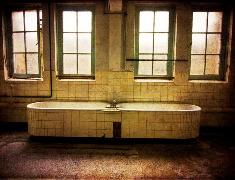 bath for two? - foto uit een verlaten klooster, beetje met texture's zitten spelen. En ja mensen ik weet dat hij scheef is van onderen. het is oo