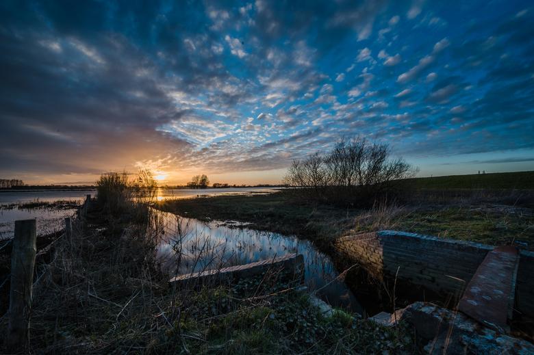 Zonsondergang aan de IJssel -