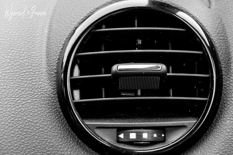 """The air conditioning - De airconditioning aan en in de auto blijven zitten met die aankomende hittegolf. <img  src=""""/images/smileys/rotfl.png""""/>"""