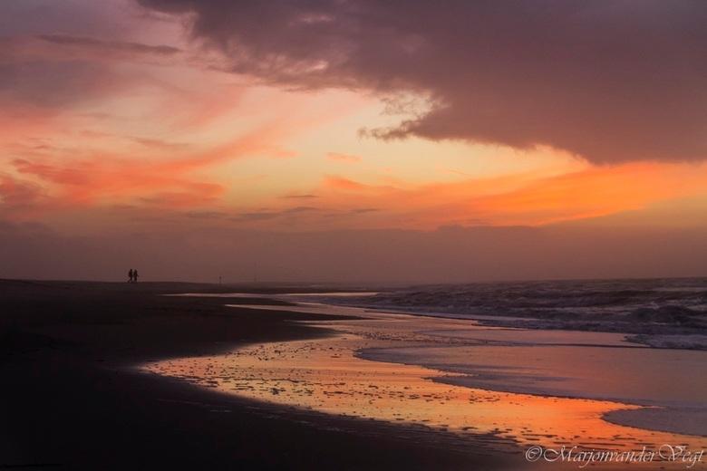 Rode avondzon - Gisteravond geschoten.<br /> <br /> Iedereen hartelijk dank voor de waardering voor mijn foto&#039;s altijd leuk.<br /> Ook dank vo