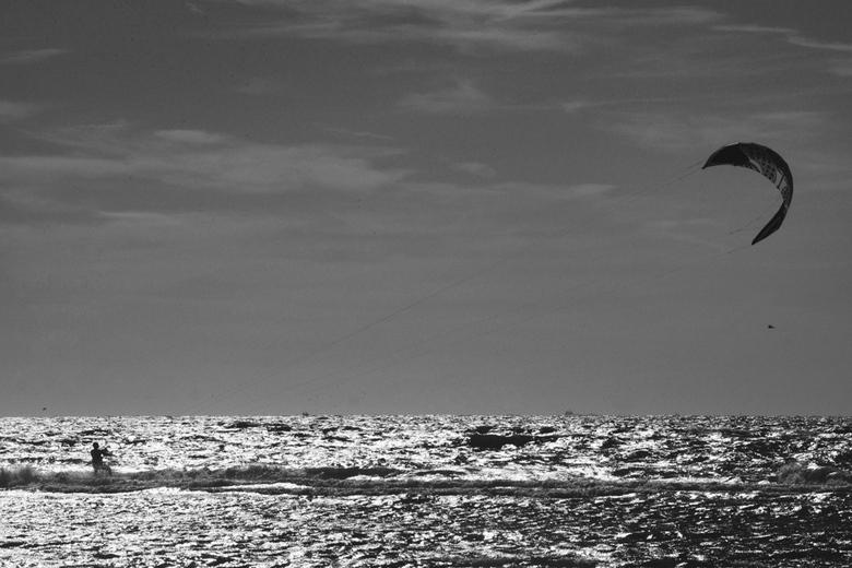 Kitesurf at sunset - Kitesurfer bij Monster