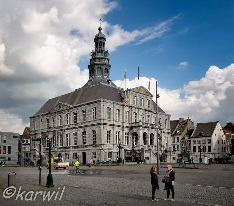 stadhuis maastricht - opdracht tbv fotocursus: 2 punts statisch met menselijk aspect