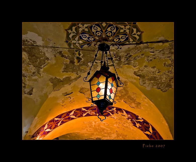 Light from the seeling - We zijn natuurlijk in Istanboel ook in de Grand bazar geweest... Wat een drukte zeg, ze klampen je overal aan. Ik vond het ni