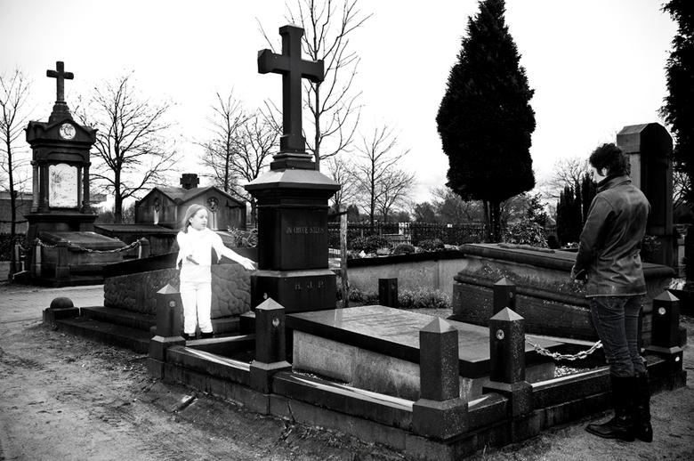 Verlies van een kind...1 - deze foto heb ik gemaakt voor een eindopdracht voor mijn fotografie opleiding.het thema religie. ik heb dit onderwerp verz