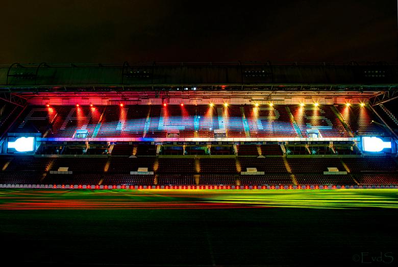 GLOW 2013 - PSV stadion - Hier nog een nakomertje van GLOW 2013. Ter ere van het 100-jarig bestaan van PSV werd er een indrukwekkende lichtshow opgevo