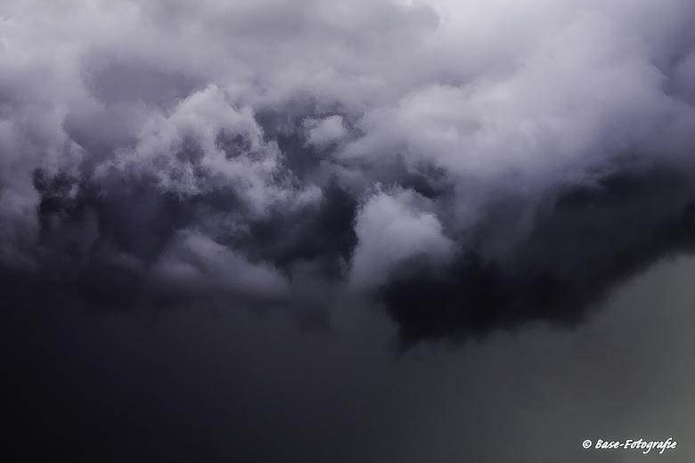 DarkCloud - Een foto die mijn gevoel naar aanleiding van de situatie in Parijs perfect weergeeft. Dreigende lucht boven onze samenleving, zwarte dag i