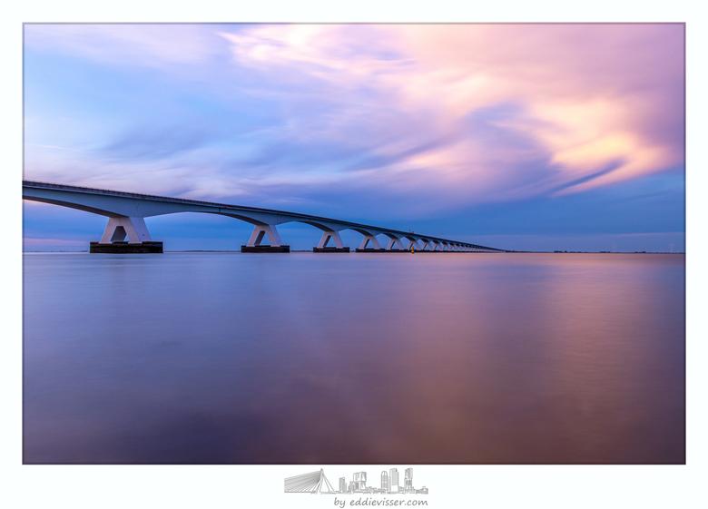 Zeelandbrug tijdens zonsondergang -