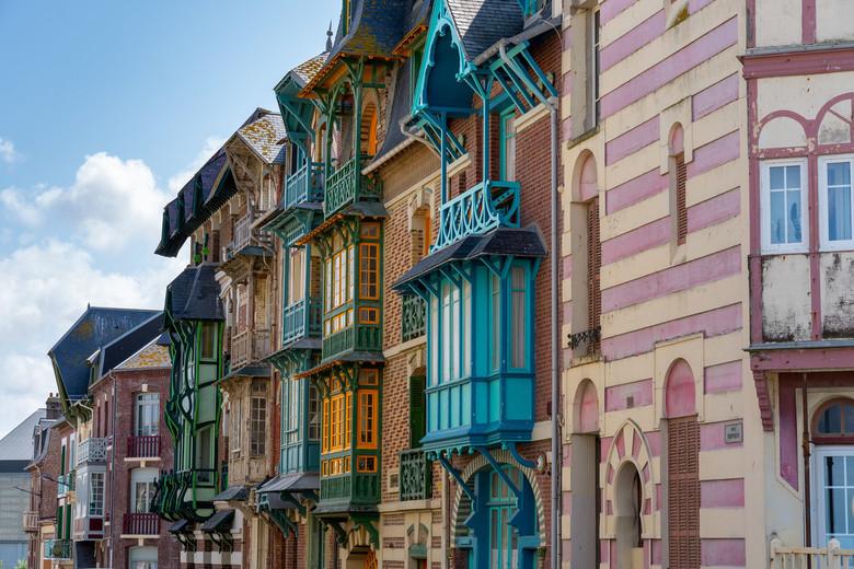 Kleurrijke huizen - Een van de meest kleurrijke badplaatsen in Frankrijk, prachtig oude huizen, in alle denkbare kleuren.