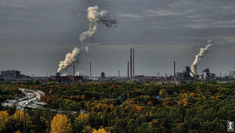 Duisburg in de Herfst - Gezicht op de Staalfabriek van Krupp te Duisburg.
