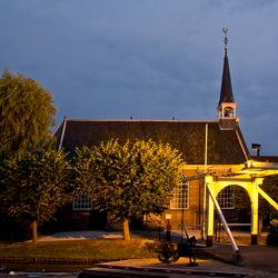 Kerkje bij nacht