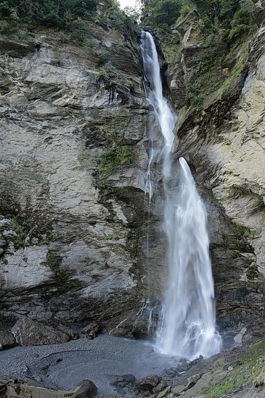 Reichenbachfall - Na de Aareschlucht, zijn we naar de Reichenbachfall gegaan.<br /> Waarvan hier en totaal foto van de waterval.<br /> Bedankt voor