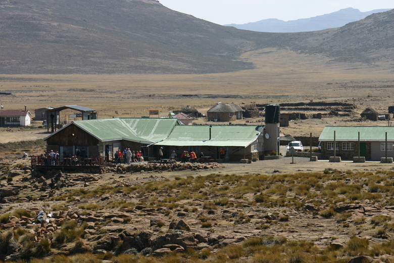 Hoogste pub van Afrika - Restaurant op bijna 3000 meter boven de zeespiegel aan het boveneind van de Sanipas, Koninkrijk Lesotho