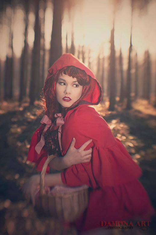 Red Riding Hood - in &#039;t groot bekijken graag.<br /> <br /> Dit is de eerste van mijn nieuwe shoot. de wolf komt ook wel nog, maar daar ben ik m