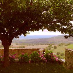 Terrasse de Basilique du Vezelay en Bourgogne