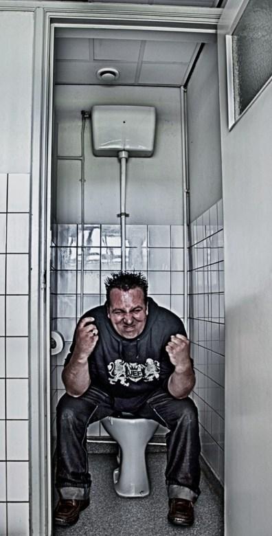 Me myself and I - Foto gemaakt vanaf statief met een afstandsbediening. Gemaakt in een oud verlaten schoolgebouw.