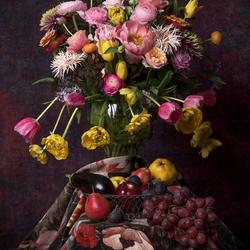 Stilleven met tulpen en vijgen