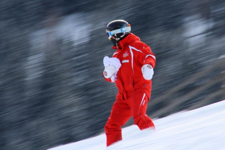 Downhill - Camera meegetrokken met deze snowboarder om het idee van beweging te geven. Scherpte is niet optimaal maar ik vind het verder redelijk gesl