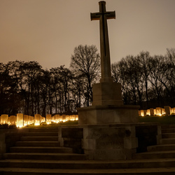 Lichtjes op war cemetery Mook